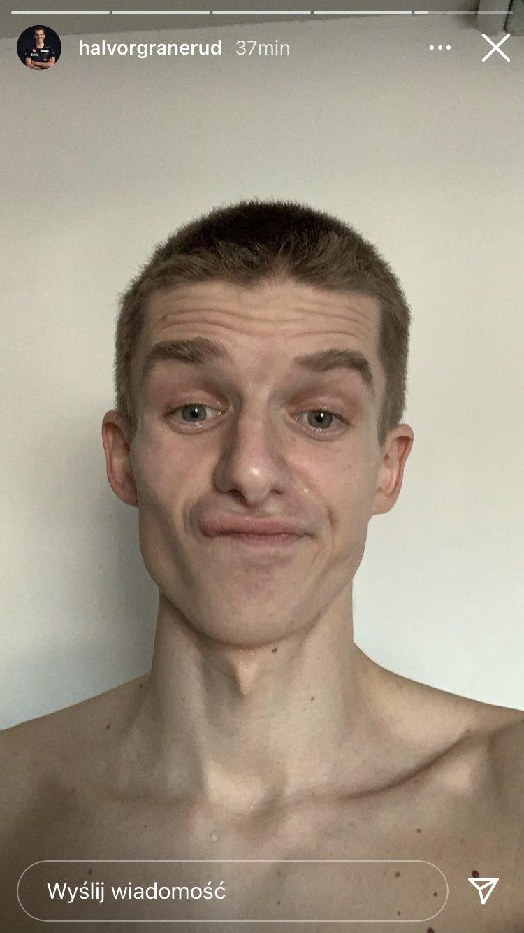 Halvor Egner Granerud zabawił się fryzjera